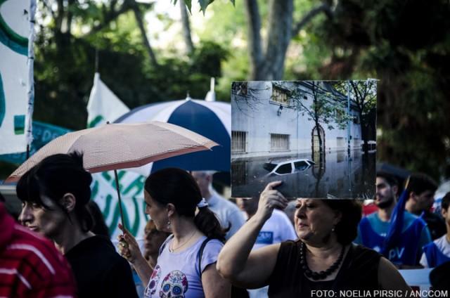 Marcha Saavedra No Duerme Cuando Llueve, 2 de abril de 2016. Dieron la vuelta al Parque Saavedra a las 4:30 de la tarde